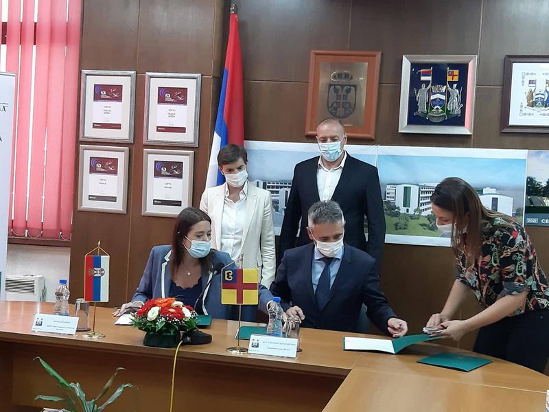 Brnabićeva: Moramo još mnogo toga raditi na poboljšanju života građana u Pčinjskom okrugu