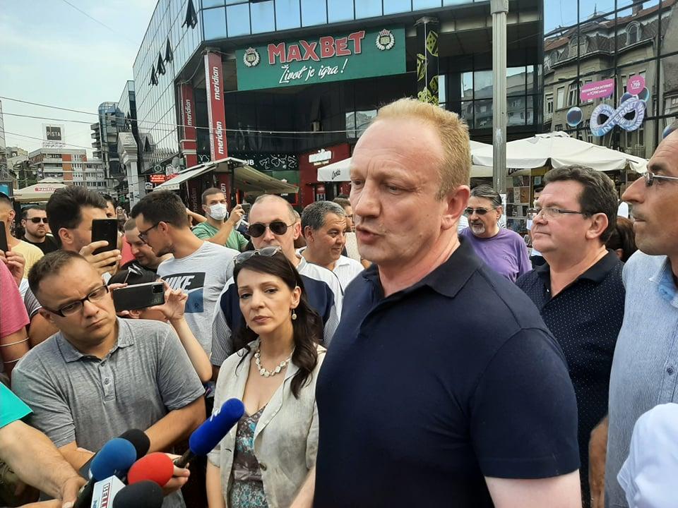 """Čelnike SSP na pres konferenciji u Nišu nezvani """"gosti"""" zasuli uvredama"""