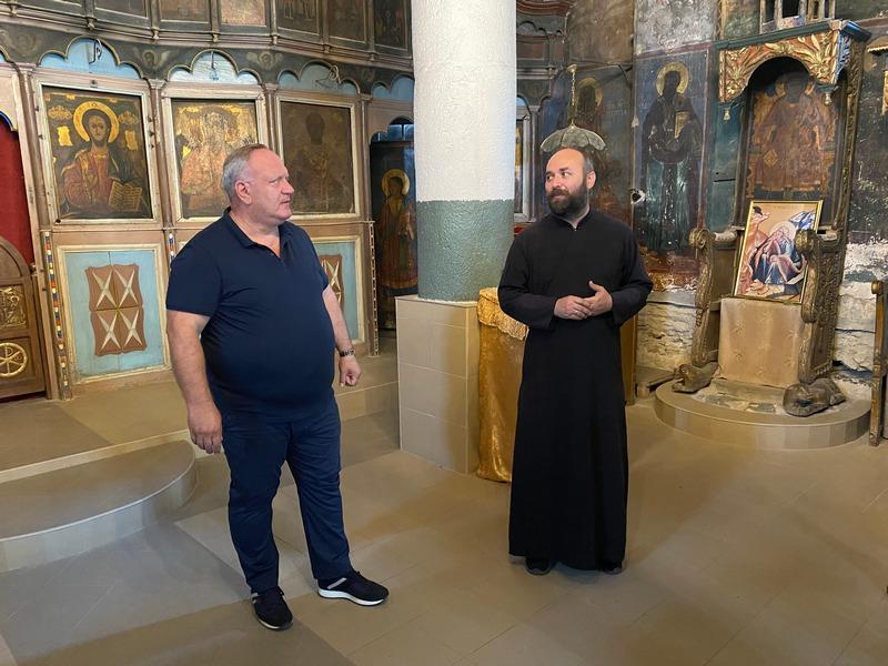 Grad Leskovac najavio ulaganje u crkvu Svetog Ilije u Pečenjevcu, gradonačelnik obišao i fudbalere Moravca