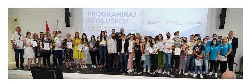Osnovci iz Bučumeta osvojili drugo mesto na konkursu iz informatike