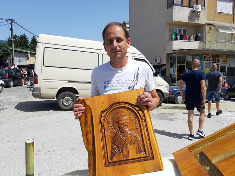 Električar Mića izrađuje ikone i ikonostase