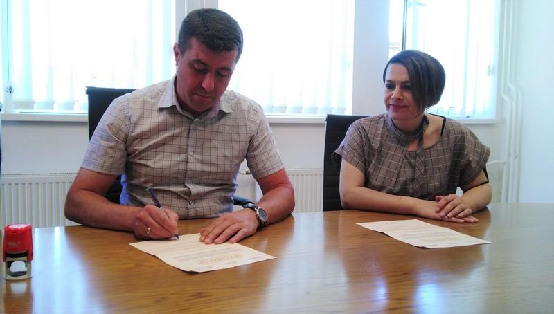 Predsednik opštine Vlasotince potpisao Deklaraciju o zaštiti pčela