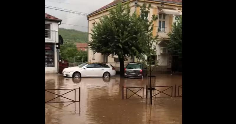 Oluja u Lebanu: Vetar raznosio kontejnere, centar pod vodom, grad uništio letinu (foto, video)