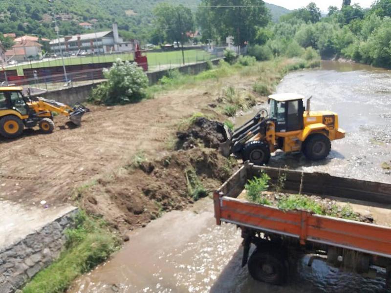 Čisti se korito reke Tripušnice