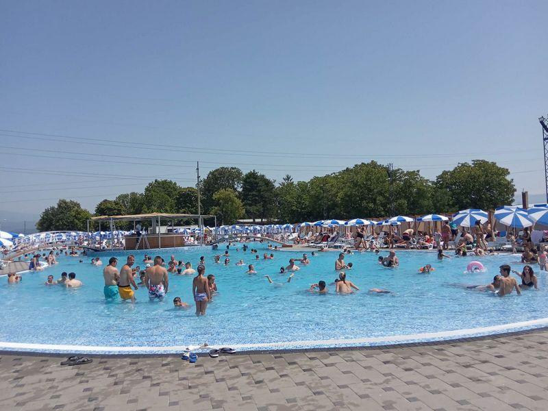 Na hiljade ljudi u akva-parku u Leskovcu, kupači i iz Niša, Vranja, Prokuplja, Pirota…