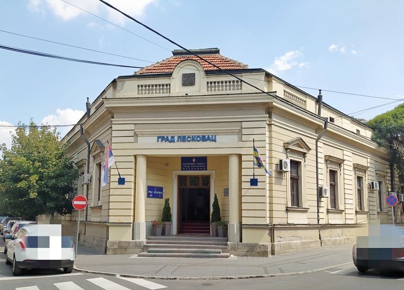 Grad Leskovac i ove godine izdvaja po 6.000 za udžbenike prvaka