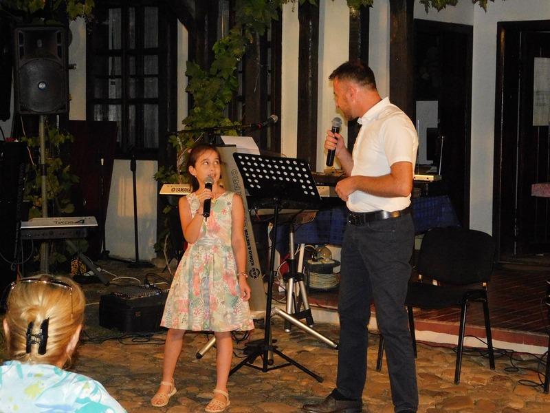 Vlasotince: Publika uživala u pesmi Nine Valčić i Gradskog orkestra