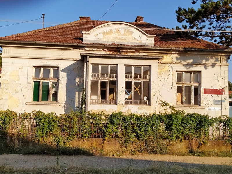 U oduzetim kućama osnivača Lebana Milutina Dragovića spava istorija