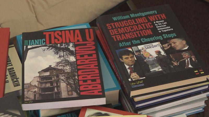 """Gradska Biblioteka i još dve školske, dobile na poklon knjige od preduzeća """"Dan Graf"""""""