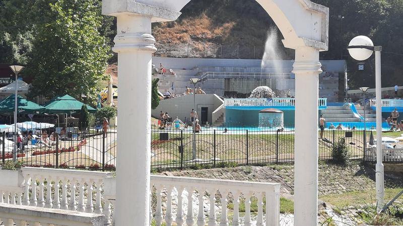 Gosti napustili Sijarinsku Banju posle masovnog testiranja, meštani ogorčeni