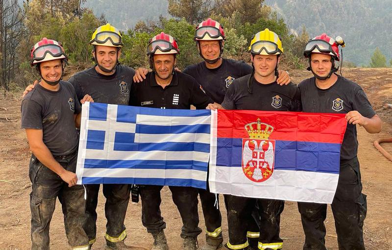 I vatrogasci iz Niša danonoćno kontrolišu požar na grčkom ostrvu Evija