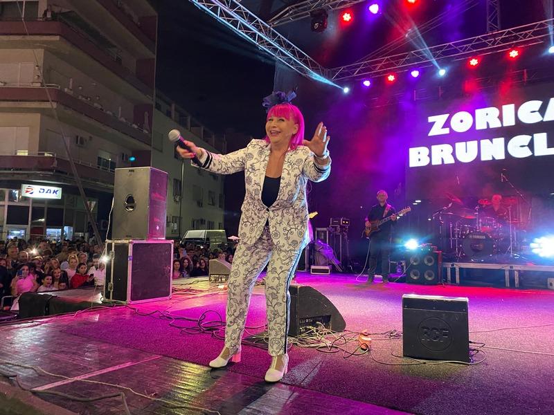 Zorica Brunclik ponovo pred leskovačkom publikom (video)