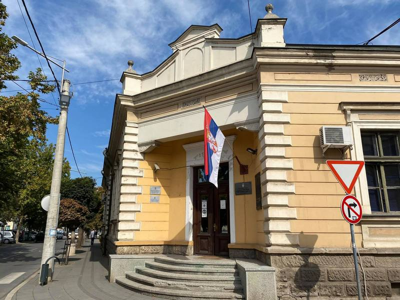 Stara srpska zastava na mnogim leskovačkim kućama kao i na kući gradonačelnika Leskovca