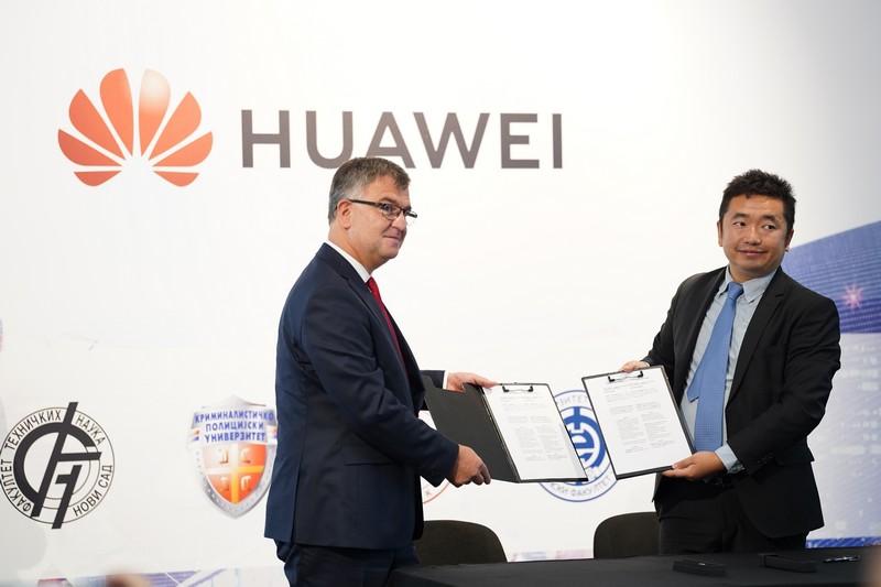 """Elektronski fakultet od kompanije """"Huawei"""" dobio opremu vrednu 70 hiljada evra"""