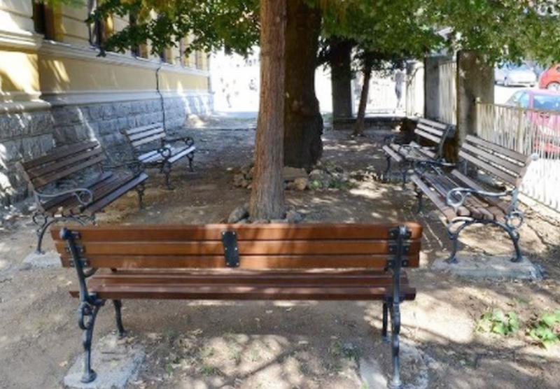 Za parkovske klupe za osnovne škole 1,7 miliona iz gradskog budžeta