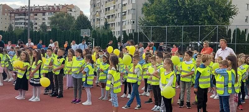 Prvaci pet osnovnih škola dobili školske uniforme