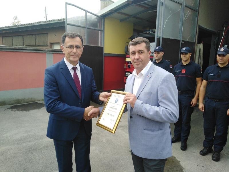 Predsedniku opštine Vlasotince zahvalnica od vatrogasaca