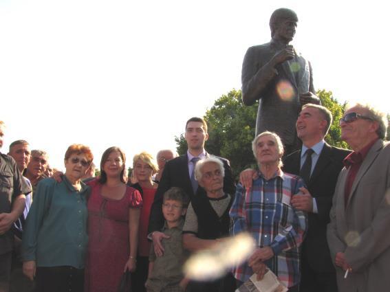Na današnji dan pre 10 godina podignut spomenik Tomi Zdravkoviću uz skandiranje Leskovčana