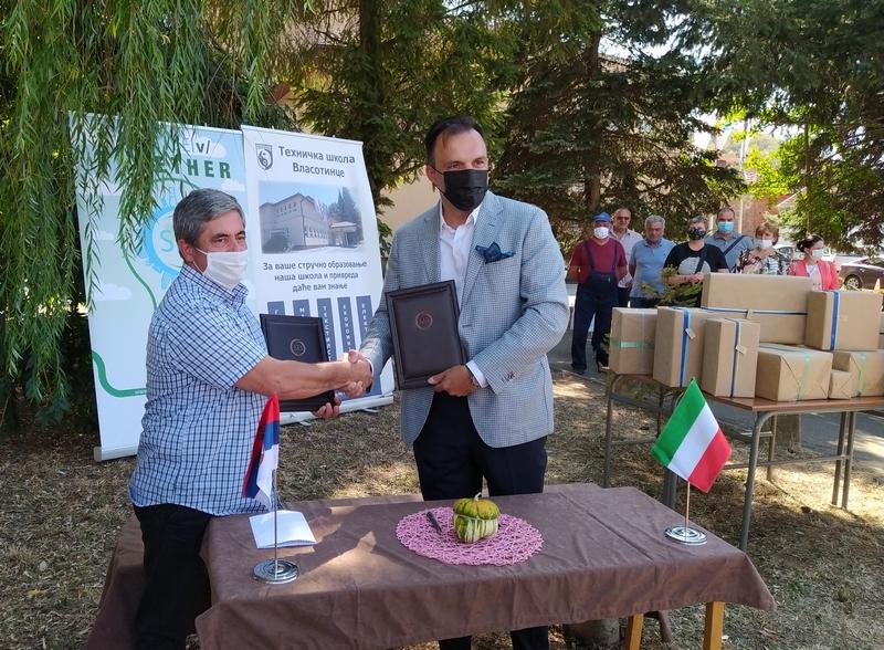Ambasador Mađarske prisustvovao uručenju donacije u Vlasotincu
