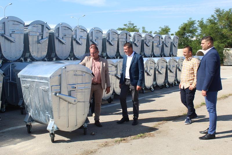 Vlasotince dobilo 130 novih kontejnera, sledi i nabavka kamiona za odvoz smeća