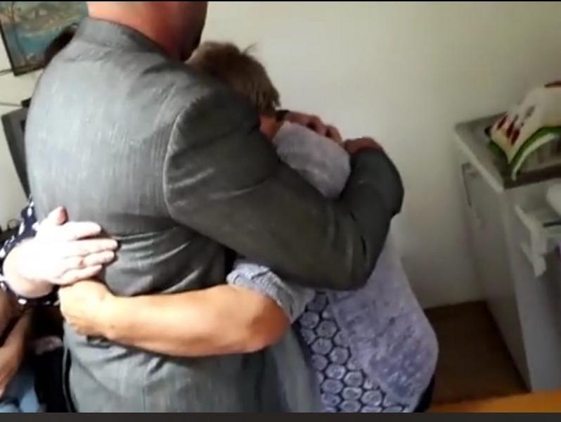 Četrdesetogodišnjak prvi put zagrlio svoju majku: REŠEN PRVI SLUČAJ KRAĐE BEBA U SRBIJI
