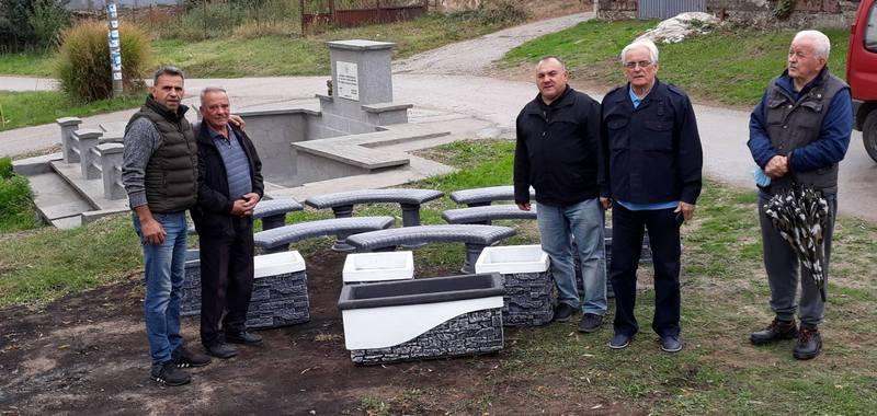 Betonske klupe i žardinjere od SUBNOR-a za Batulovce