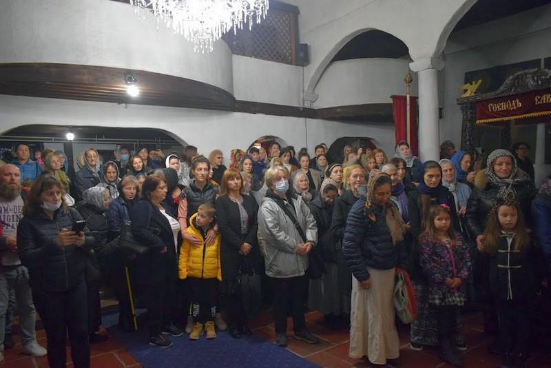Mošti Svete Petke dočekane u crkvi Svete Trojice uz masu Leskovčana