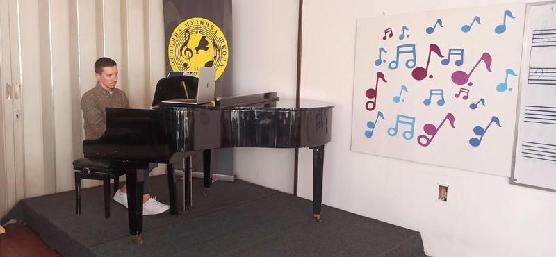 Master klas pijaniste Nikole Pešića u pirotskoj Muzičkoj školi